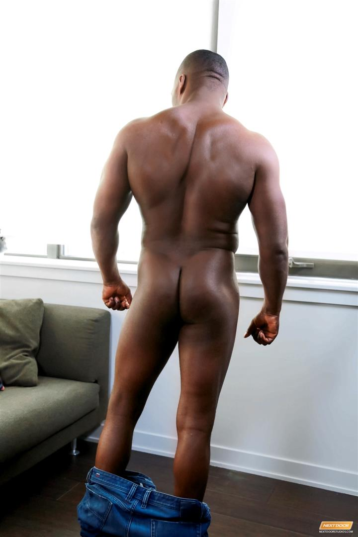 Muscle ebony jerking off