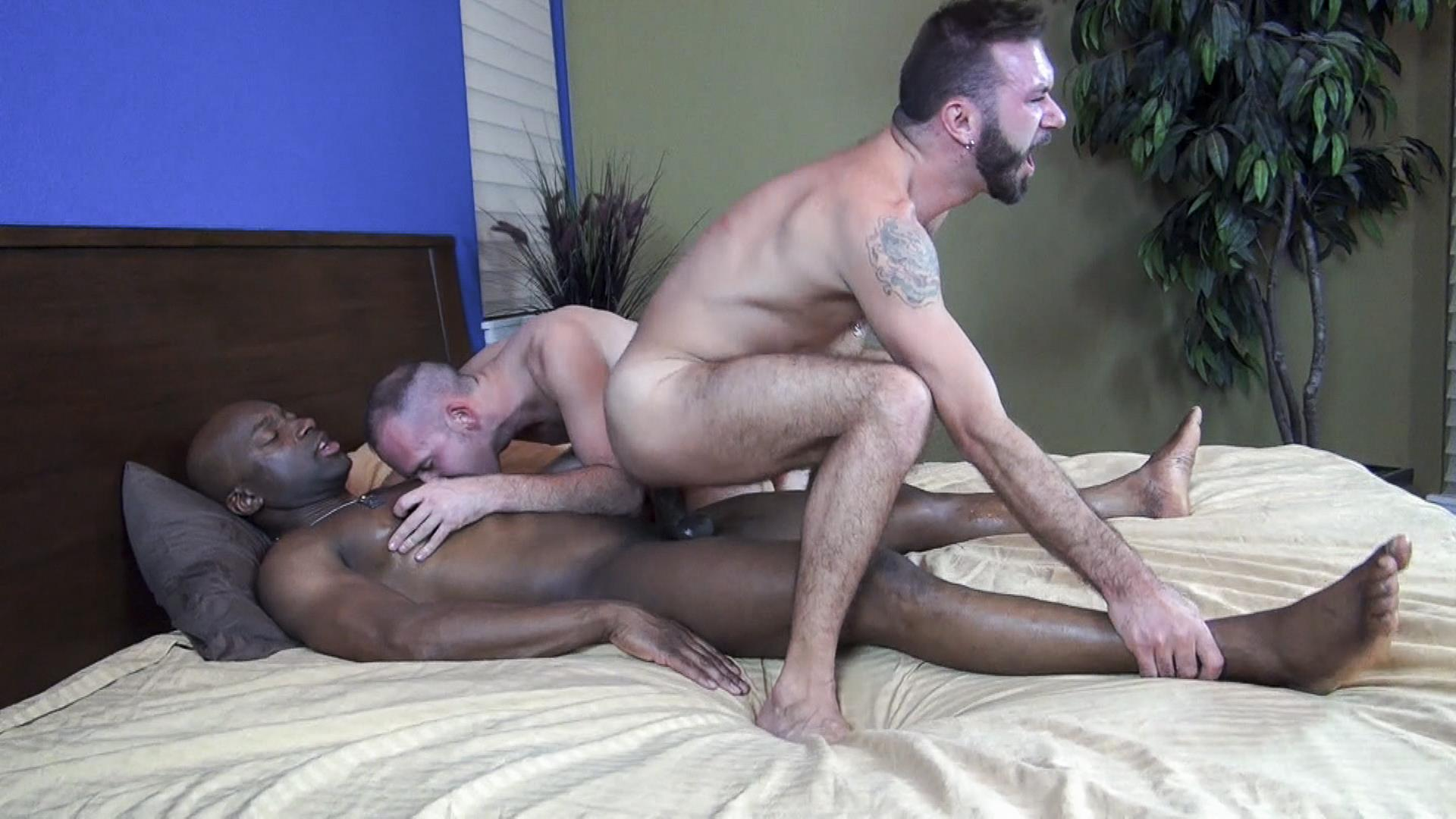Nasty gay threesome sucking fucking